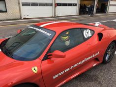 Driving in a Ferrari, this one can be taken off my bucket list! A red Ferrari, we got to drive it fast round Circuit Zandvoort :-D
