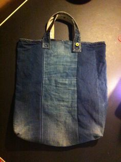 Shopper made from an old pair of jeans.