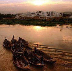 Petite balade en pirogue au couchez du soleil  sur le fleuve Niger by @__e_l_l_e_n__ #bamako #mali #niger  #visiterlemali #tripinafrica
