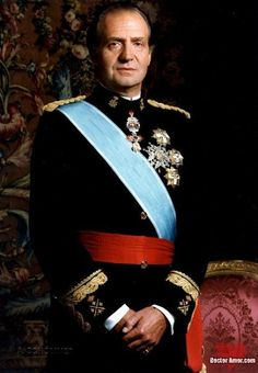 Su Majestad el Rey Don Juan Carlos I - On November he was proclaimed King of Spain. In his first speech to the people of Spain he told them that he wished to restore democracy Bourbon, Adele, Clever Animals, Spanish Royalty, English Royalty, Europe News, Hip Replacement, Spanish Royal Family, King Of The World