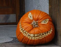 funny halloween pumpkin pictures - pumpkins pictures Best Ideas of Simple Scary Pumpkin Carving Templates in 2020 Unique Pumpkin Carving Ideas, Pumpkin Carving Tips, Amazing Pumpkin Carving, Pumpkin Carving Templates, Pumpkin Carvings, Carved Pumpkins, Pumpkin Ideas, Pumpkin Stem, Spooky Pumpkin