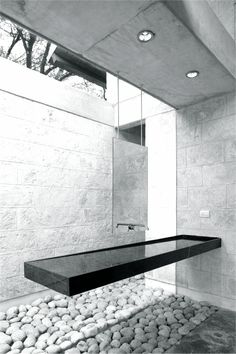 Bathroom design: black and white vanity in minimalistic style, casa-uro - floating vanity Bad Inspiration, Bathroom Inspiration, Mirror Inspiration, Architecture Design, Floating Architecture, Interior Minimalista, Floating Vanity, Bath Design, Sink Design