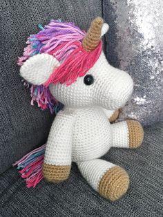 Jazzy the Unicorn Free Amigurumi Pattern | Jess Huff