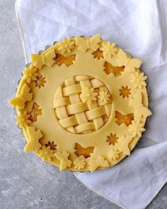 Spring butterfly pie with two crusts plain and basketweave with fancy trim butterfly and flower cutout trimmings Vanilla Donut Recipes, Creative Pie Crust, Beautiful Pie Crusts, Baking Recipes, Dessert Recipes, Pie Crust Designs, Pie Kitchen, Pie Decoration, Pies Art