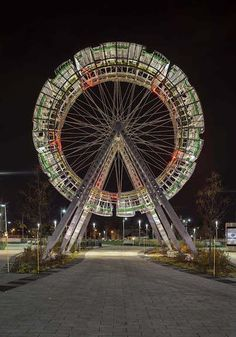 La vélocité des lieux (2015), BGL  What resembles a Ferris wheel in motion is actually a static sculpture that doesn't move.