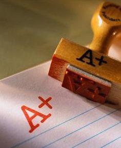 Artículo 48.- Los exámenes extraordinarios abarcarán el 100% de los contenidos del programa de estudios y se sustentarán ante un docente designado por el campus; la calificación a otorgar será el resultado del examen presentado, considerando éste como único elemento de juicio a valorar.