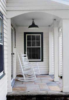 white windows with black exterior trim Black Trim Exterior House, White Farmhouse Exterior, White Exterior Houses, White Siding, House Trim, Farmhouse Windows, House Paint Exterior, Exterior House Colors, White Houses