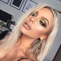 """975 Likes, 5 Comments - Royal & Langnickel Brush (@royallangnickel) on Instagram: """"Digging this St. Patricks Day #makeup  @bybrookelle.   #royallangnickel #stpatricksday  Products…"""""""