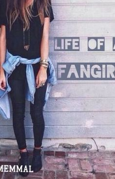 """Life of a Fangirl (Harry Styles Fanfiction) - Chapter 7"" by ememmal - ""Emily, just an ordinary girl. Who blogs, tweets, about her obsession and hobbies. In short she's a f…"""