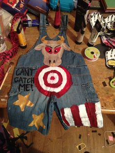 Overalls and acrylic paint Clown Costume Diy, 2017 Halloween Costumes, Funny Costumes, Halloween 2015, First Halloween, Costume Ideas, Happy Halloween, Costume Craze, Costume Makeup