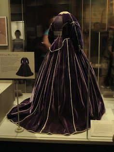 1c4c275490fbe676e570e532fd6d4d87--purple-velvet-dress-velvet-skirt.jpg (236×314)