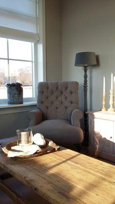 Gezellig hoekje #stoerlandelijk #zon #gezellig #grijs #lamp #leeshoekje Furniture, Rustic Interiors, Living Room, Home, Interior, French Furniture, Family Room, Home Decor, Rustic Room