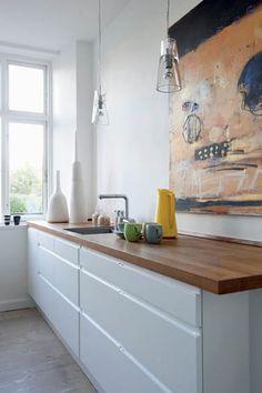 Ideas kitchen white gloss wood counter tops for 2019 Danish Kitchen, Scandinavian Kitchen, New Kitchen, Kitchen Benches, Farmhouse Sink Kitchen, Wooden Kitchen, Wooden Counter, White Gloss Kitchen, White Kitchen Backsplash