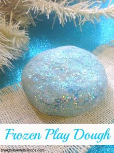 Do you have a little one that loves Frozen? If so, here is a super simple recipe for homemade Frozen Play dough. A great Frozen party favour too! Fun Crafts, Crafts For Kids, Arts And Crafts, Party Crafts, Do It Yourself Upcycling, Frozen Birthday Party, 3rd Birthday, Elsa Birthday, Turtle Birthday