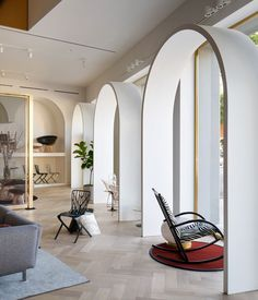 Home Design Drawings Knoll has opened a store in LA with white archways modelled on its former president's home in Morocco, and designed by architecture firm Johnston Marklee. Contemporary Interior Design, Shop Interior Design, Modern House Design, Design Shop, Architecture Restaurant, Interior Architecture, Arch Interior, Architecture Awards, Johnston Marklee