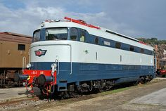 """E 444 001 - La prima """"Tartaruga"""" costruita nel 1967. La prima locomotiva a raggiungere i 207 km/h."""