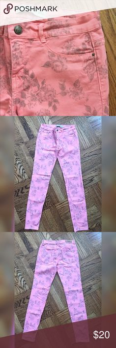 Zara skinny jeans, floral print, pink, US 4 Cute Zara skinny, stretchy jeans. 97% cotton 3% Elastane. Pre-owned. Great condition, no flaws or stains. No trade. Reasonable offers welcome. Thank you. Zara Jeans Skinny