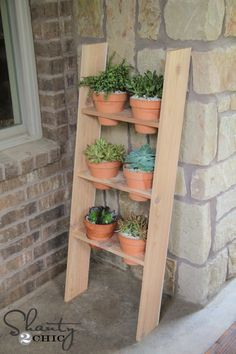 Free DIY Outdoor Project Plan: Learn How to Build a Leaning Display Ladder for Your Plants Outdoor Projects, Diy Projects, Backyard Projects, Backyard Ideas, Project Ideas, Woodworking Projects, Diy Ladder, Plant Ladder, Shanty 2 Chic