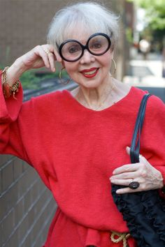 She looks fabulous with these glasses..... and a pinch of red, of course... ADVANCED STYLE: Red and Gold