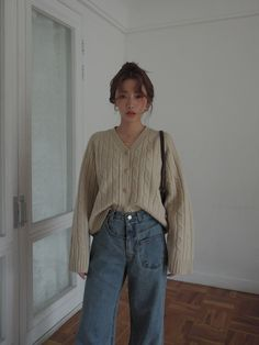 Korean Outfits, Retro Outfits, Cute Casual Outfits, Vintage Outfits, Asian Fashion, Retro Fashion, Loose Jeans, Fashion Moda, Look Chic