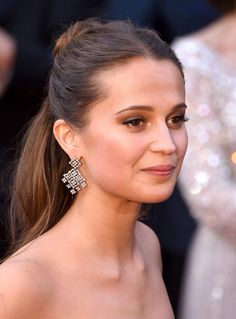Alicia Vikander's Oscars dress is giving us these specific Disney princess vibes