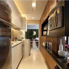 Booomm diia com essa cozinha linda e compacta!! Que linda Que linda Que lindaaaa!!! Projeto da Rainha Fernanda Marques Via: @strehlinteriores