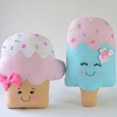 Felt Crafts Diy, Foam Crafts, Homemade Crafts, Diy Arts And Crafts, Diy Crafts To Sell, Sewing Crafts, Sewing Projects, Cute Cushions, Cute Pillows