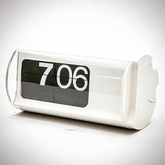 Orologio mod. Cifra 3 - designer Gino Valle - produzione Solari - 1966  #clock #vintage #60s #modernism #design #solari #spazio900 #cool #plastic #b&w #style #spazio900design #madeinitaly