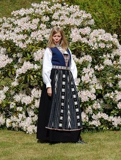 Search: Here bunad Norway National Day, Folk Costume, Costumes, Norwegian Vikings, Frozen Costume, Going Out Of Business, Traditional Outfits, Alter, Bellisima