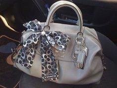 I want this satchel! Minus the scarf