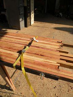 Table en bois récupéré : pas bête car les planches sont utilisées sur leur tranche...!