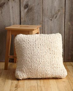 Big Stitch Pillow - a very easy cushion cover for a beginner that knits up really quickly as is uses 19mm needles!