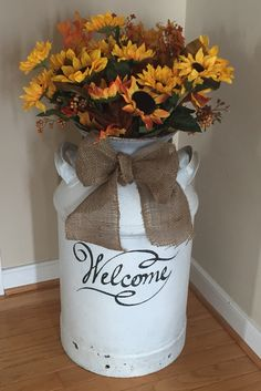 Change bow & flowers for each season and holiday Fall Home Decor, Autumn Home, Diy Home Decor, Old Milk Cans, Milk Jugs, Country Decor, Farmhouse Decor, Painted Milk Cans, Milk Can Decor