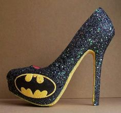 Batman shoes > awesome black glitter heels with batman logo. Perfect footwear to celebrate the caped crusader of Gotham City! Source by shoesprinkles Shoes Batman Heels, Crazy Shoes, Me Too Shoes, Estilo Geek, Batman Wedding, Cute Heels, Sexy Heels, Pumps Heels, Black High Heels