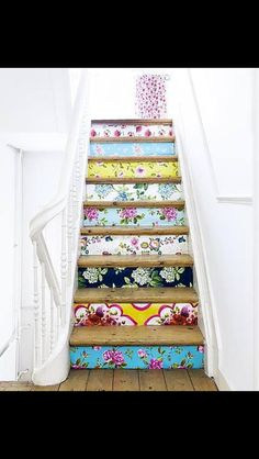 17 Easy Ways to Save Money When Decorating - Love Chic Living Painted Stair Railings, Painted Staircases, Stair Risers, Stair Decor, Deco Boheme, Diy Wallpaper, Idee Diy, Room Planning, Home Office Decor