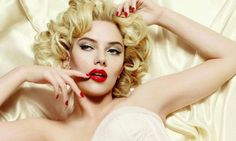 Who can say that does not look stunning? inspired makeup shall never get old. Gorgeous pin-up looks still rocking today. Get the right to give you the Hollywood glam look. READ these 10 makeup tips for the old Hollywood makeup glam look. Eye Makeup Tips, Hair Makeup, Marilyn Monroe, Scarlett Johansson Hairstyle, Makeup For Small Eyes, Glam Look, Estilo Pin Up, Old Hollywood Glam, Hollywood Makeup