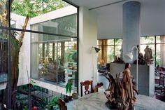 Residência Lina Bo Bardi (Casa de Vidro), Bairro Morumbi, São Paulo SP, 1949. Arquiteta Lina Bo Bardi.  Foto Nelson Kon
