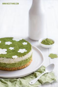 Matcha Cheesecake Rezept ohne Backen mit Limette (With images) Green Tea Dessert, Matcha Dessert, Matcha Cake, Sweet Desserts, Delicious Desserts, Cake Recipes, Dessert Recipes, Green Tea Recipes, Lime Cheesecake