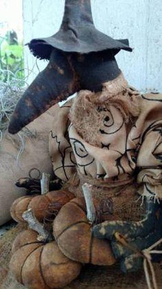 Winnie-the-Crow-witch-pumpkins-halloween-primitive-decoration-handmade-grungy