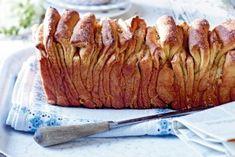 Pull Apart Bread - Hefezupfbrot Schritt für Schritt Anleitung hier: http://www.lecker.de/backen/brot/bildergalerie-3249188-brot-und-broetchen-backen/Zupfbrot-mit-Zimtzucker-backen-so-geht-s.html?i=8&scroll=456