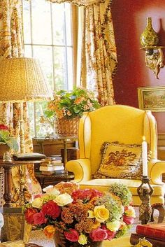 Elegant English country living room ideas for your home. English cottage interior design suggestions and inspiration. English Country Decor, French Country Living Room, French Country Cottage, French Country Style, English Style, Country Décor, Country Bedrooms, Country Cottages, Cottage Style