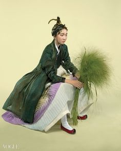 The knife pleats and the jacket are just stunning- Vogue Korea Vogue Korea, Korean Traditional Dress, Traditional Dresses, Korean Dress, Korean Outfits, Modern Hanbok, China Girl, Korean Women, Geisha
