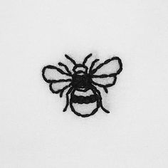 hand embroidered bee, insect cotton t-shirt – broderie à la main Diy Embroidery Shirt, Embroidery On Clothes, Embroidered Clothes, Hand Embroidery Designs, Custom Embroidery, Cross Stitch Embroidery, Embroidery Patterns, Broderie Simple, Diy Broderie