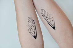 He encontrado este interesante anuncio de Etsy en https://www.etsy.com/es/listing/193471584/alas-de-insecto-arte-de-tatuaje-temporal