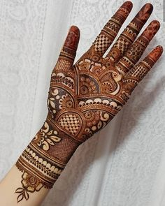 Mehndi Design Girls which is for especially for the younger girls and for this Festive Season and for also the wedding season. These are the best Mehndi Design Girls. Mehndi is an important part of our Culture. Henna Tattoo Designs, Henna Tattoos, Mandala Tattoo Design, Indian Henna Designs, Simple Arabic Mehndi Designs, Beginner Henna Designs, Latest Bridal Mehndi Designs, Full Hand Mehndi Designs, Mehndi Designs 2018