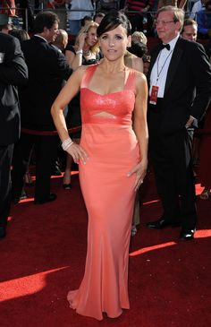 Julia Louis-Dreyfus Cutout Dress - Julia Louis-Dreyfus went for subtle sexiness at the Emmys with a coral cutout gown. Absolutely Gorgeous, Gorgeous Women, Beautiful, Juliane Moore, Julia Louis Dreyfus, The Emmys, Sexy Older Women, Cutout Dress, Feminine Style