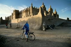 oldest west african mud mosque, djenne, mali - The World's Ride | Steve McCurry