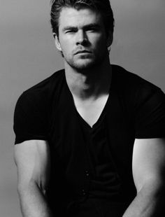 Male Eye Candies Collection featuring heartthrob actors, models, artists, athletes, public figures or even hot guys spotted just around the block Chris Hemsworth Thor, Snowwhite And The Huntsman, Hemsworth Brothers, Pose, People Magazine, Celebs, Celebrities, Gorgeous Men, Beautiful People