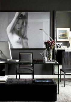 Masculine & Contemporary dark interior design home office Home Office Design, Home Office Decor, Interior Design Living Room, Interior Decorating, House Design, Home Decor, Office Desk, Dark Interiors, Office Interiors