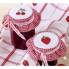 Marmeladendeckchen rot-weiß-kariert zum Besticken im gezählten Kreuzstich, 4,95